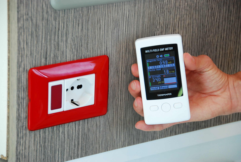 Control Casa spettro onde elettromagnetiche elettrosmog casa intelligente smart home impianto domotico domotica presa